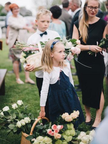 lilleneiu-pulma-lilled
