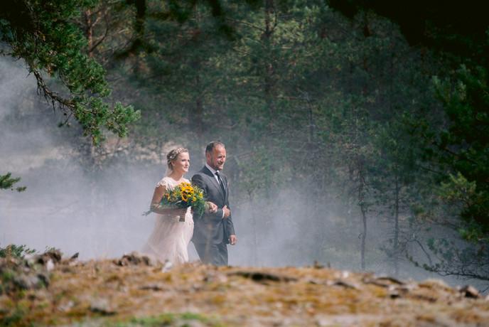 abielu-tseremoonia-metsas