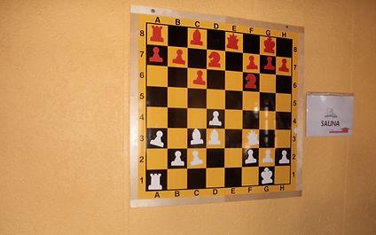 jeu d'échec mural dans la salle de l'étage partie gauche