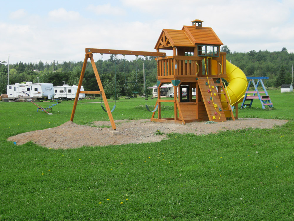 kid's play fort at Renfrew Camping
