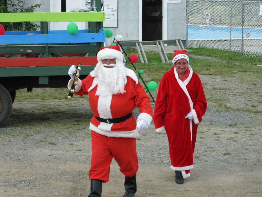 Santa Claus visits Renfrew Camping