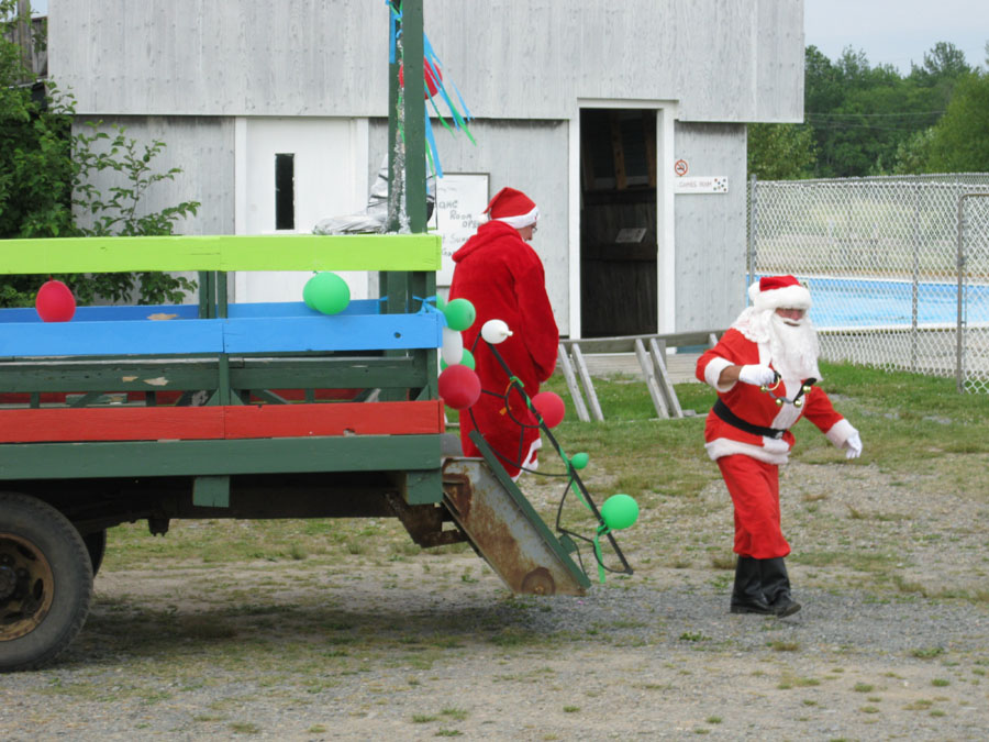 Santa arrives at Renfrew Camping
