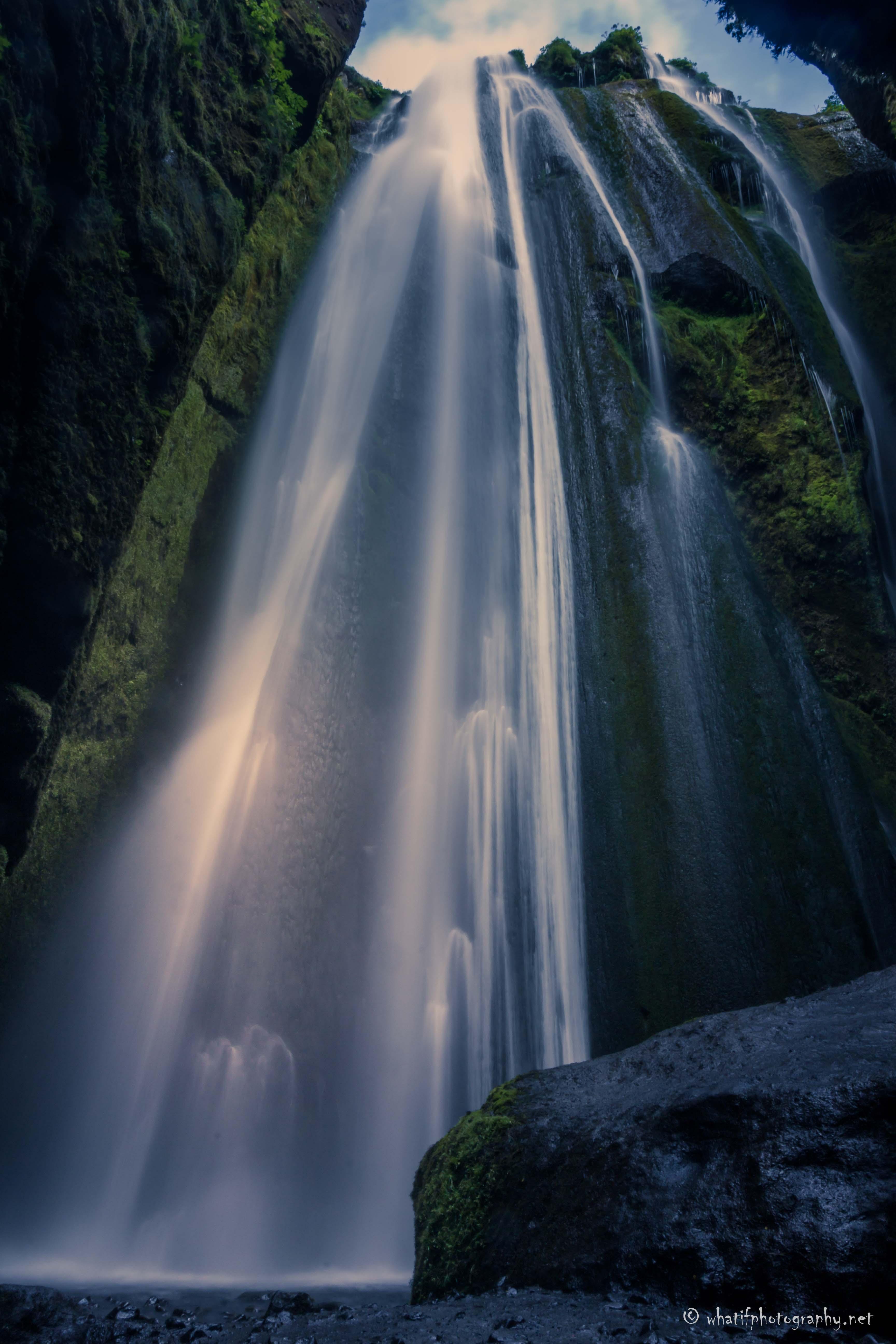 secret_and_hidden_waterfall,_Gljúfrabúi,
