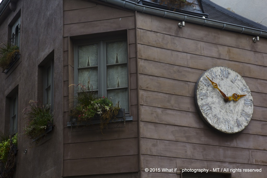 Old clock (Durbuy)