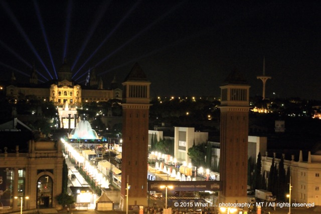 Place d'Espanya by night