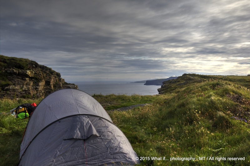 """Room with a view"" tent on the Cliffs of Moher (Ireland)"