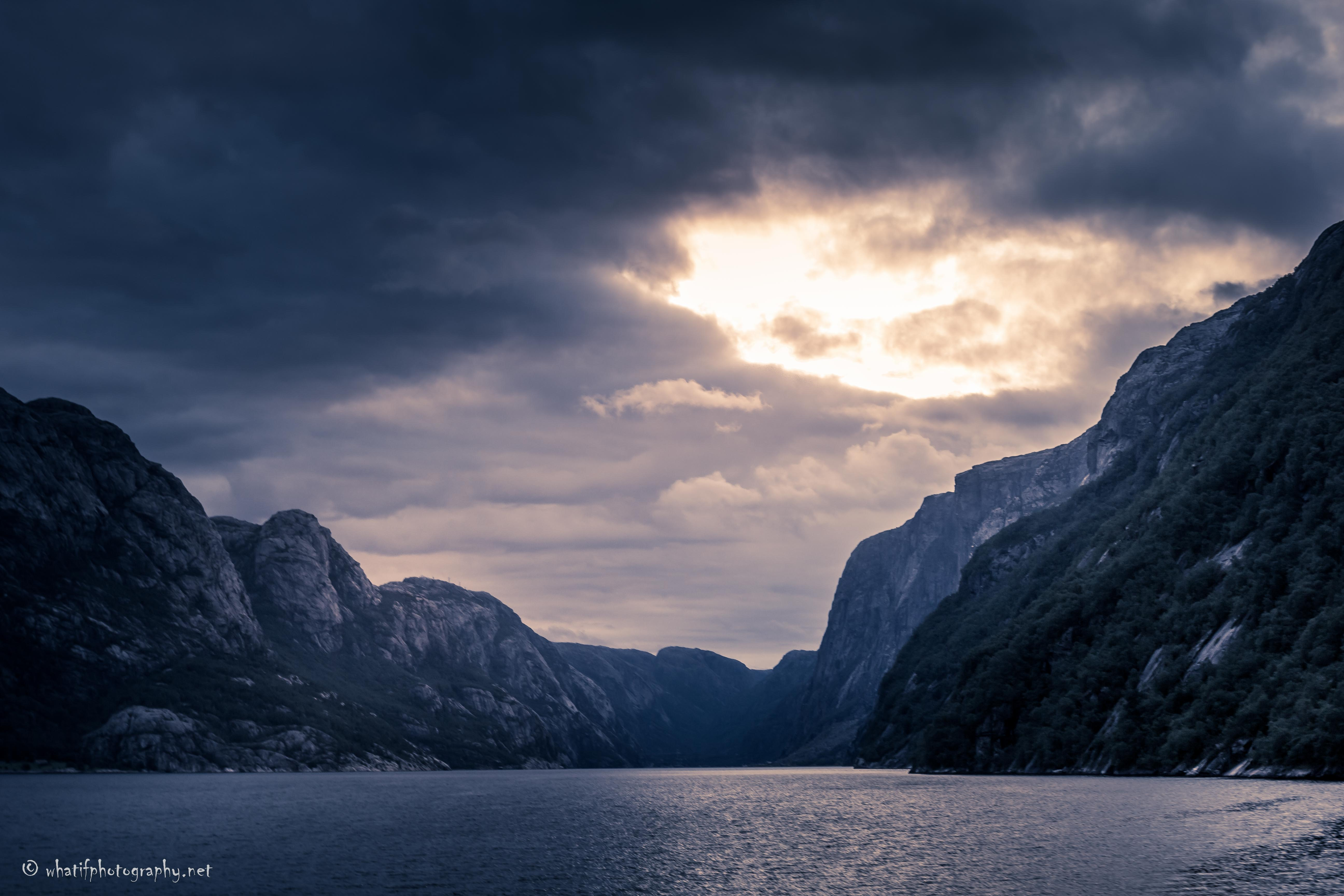 Boating through the fjords