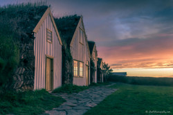 midnight_sun_at_the_turf_houses_in_Glaum