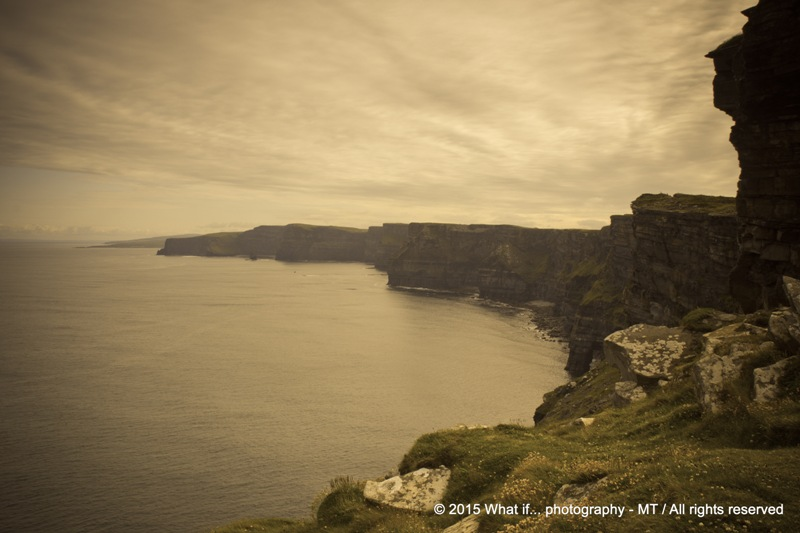Overview of the cliffs and Atlantic Ocean, Cliffs of Moher (Ireland)