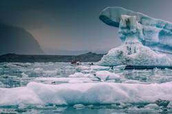 exploration_by_boat_on_Jökulsárlón,_Icel