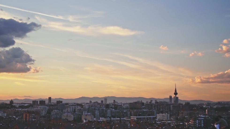 AIRBNB · COMPARTIMOS EL AMOR POR MADRID