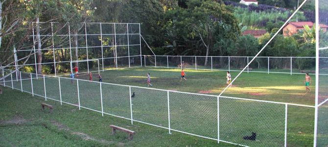 Prefeitura revitaliza campinho do Bariri