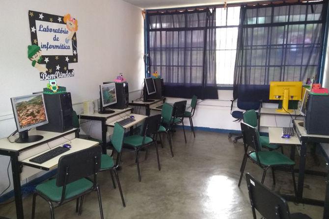 Laboratório de informática auxilia atividades escolares no ensino municipal