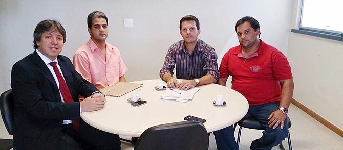 Vereadores cobram providências para conclusão das obras do asfalto em Passa Vinte