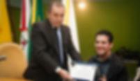 Legislativo Municipal concede homenagem a ex-estagiário