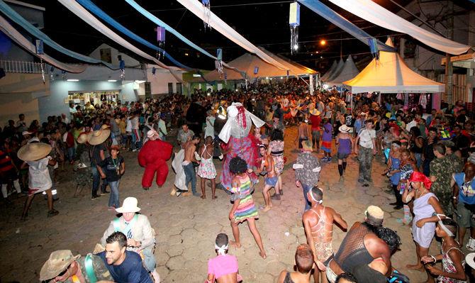 Carnaval de Arantina garante animação e tradição na folia de Momo