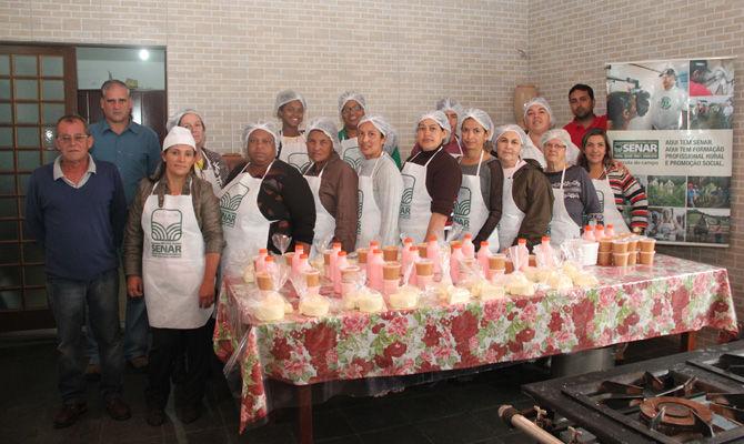 Curso promovido pelo CRAS ensina fabricação de laticínios