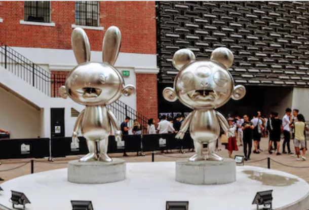 Murakami statues at the Tai Kwun Centre in Hong Kong by Roaming Panda Photos