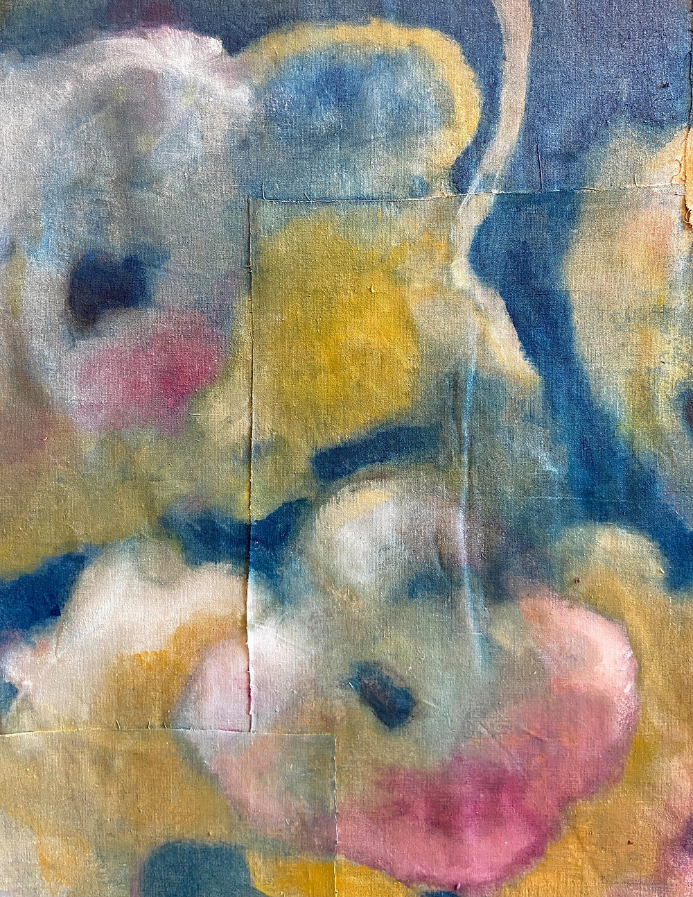 The cracks on the canvas are a characteristic of Elisa Carutti's artworks