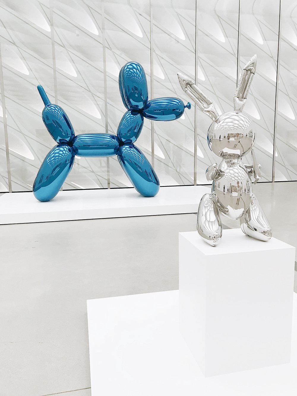 Jeff Koons Artworks / Photo by Derick McKinney on Unsplash