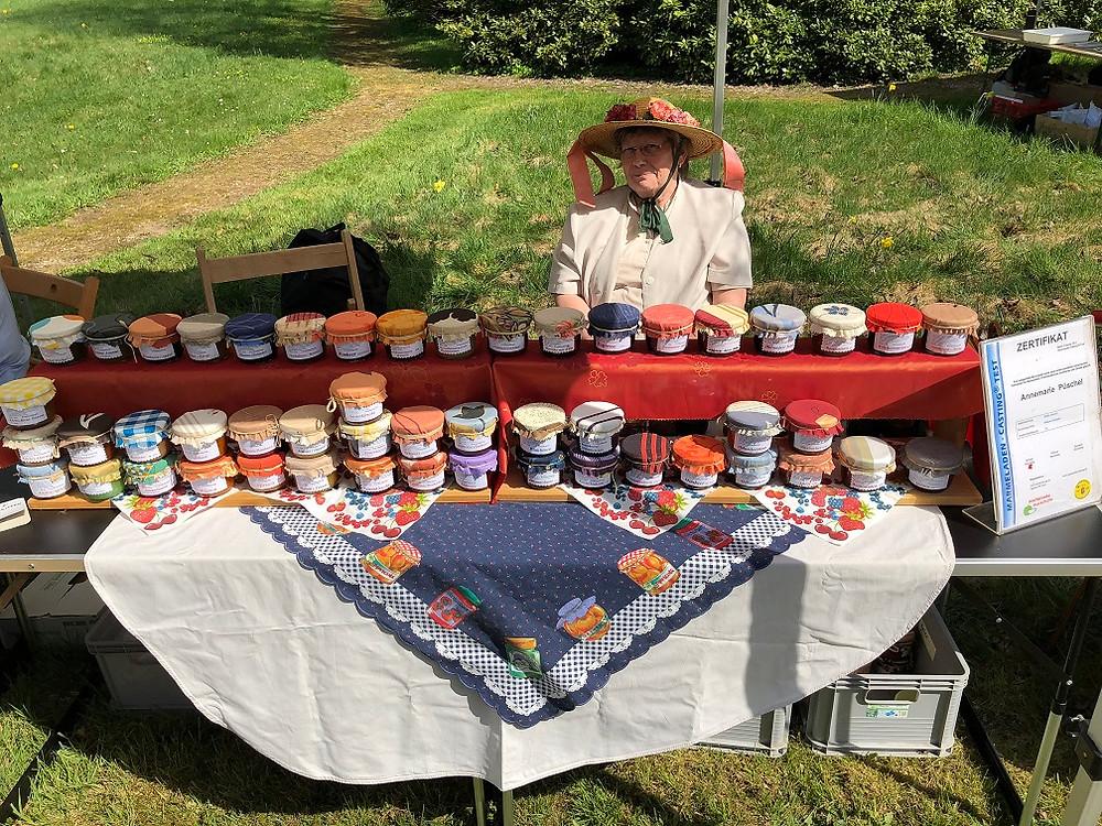 Marmeladenkönigin Annemarie Püschel aus Havelberg mit ihren 30 verschiedenen Kreationen