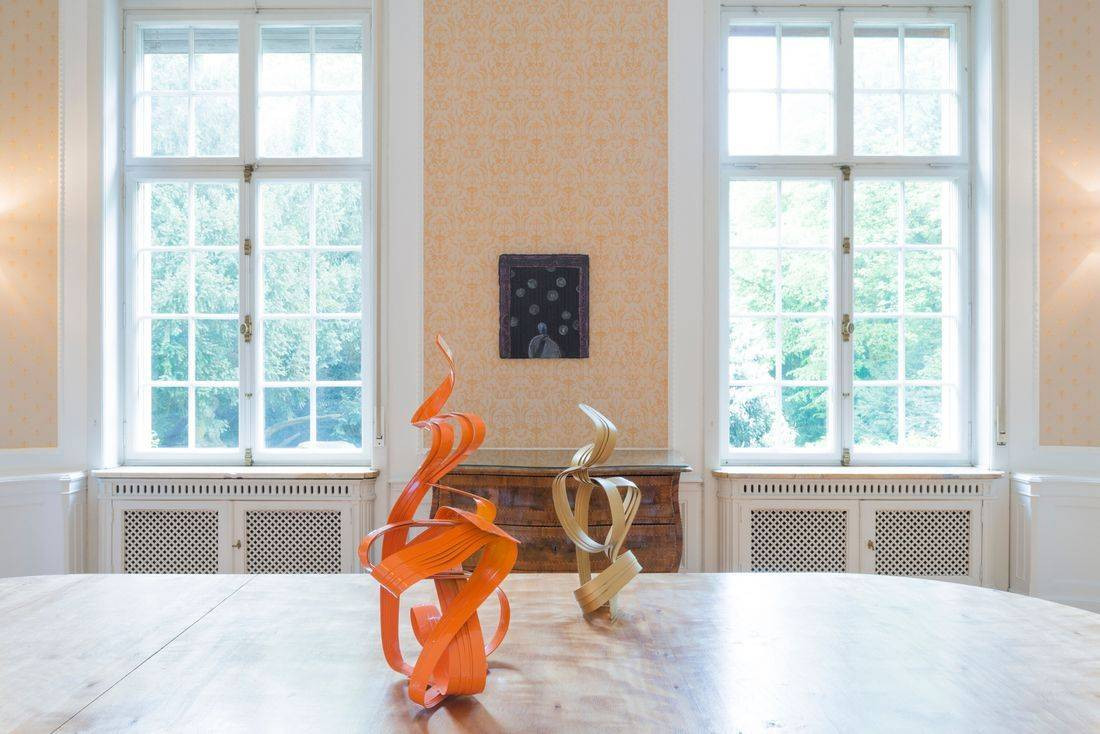 "Peter Müller, ""Duktus Orange Rainbowflag"", 2016 (sculpture left); Peter Müller, ""Shapeshifter II"", 2017 (sculpture right); Ryo Kinoshita, ""Sammler"" (""Collector""), 2018 (Painting)"