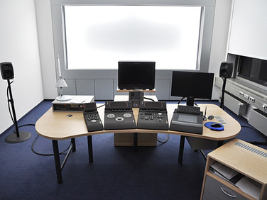 Medientechnik & Möblierung