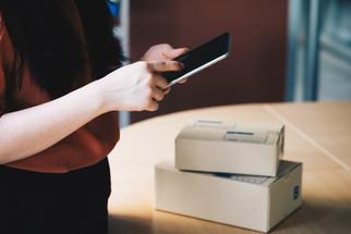SMS-Betrugsserie: BSI warnt vor Smishing-Welle zur Paketverfolgung