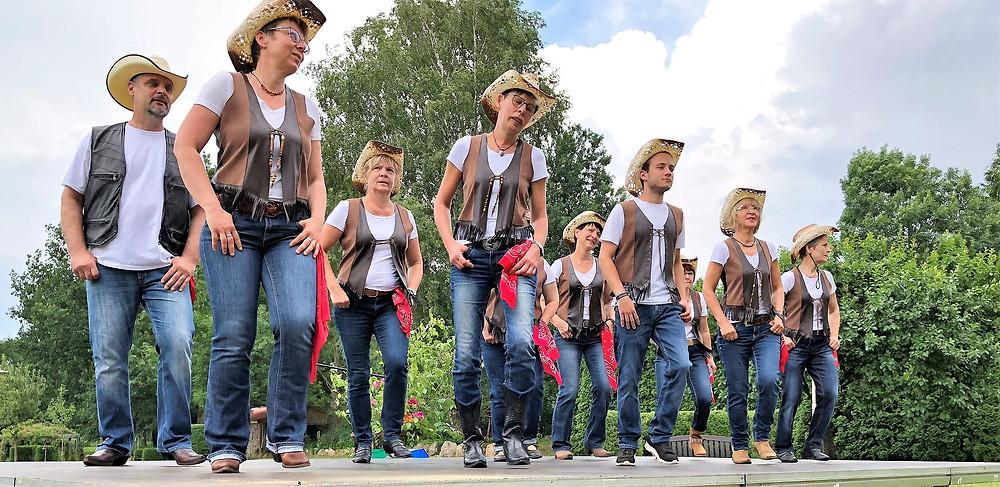Stell-Dich-Ein-Probe der Pollitzer Line Dancer unter der Leitung von Frau Heike Langwald.
