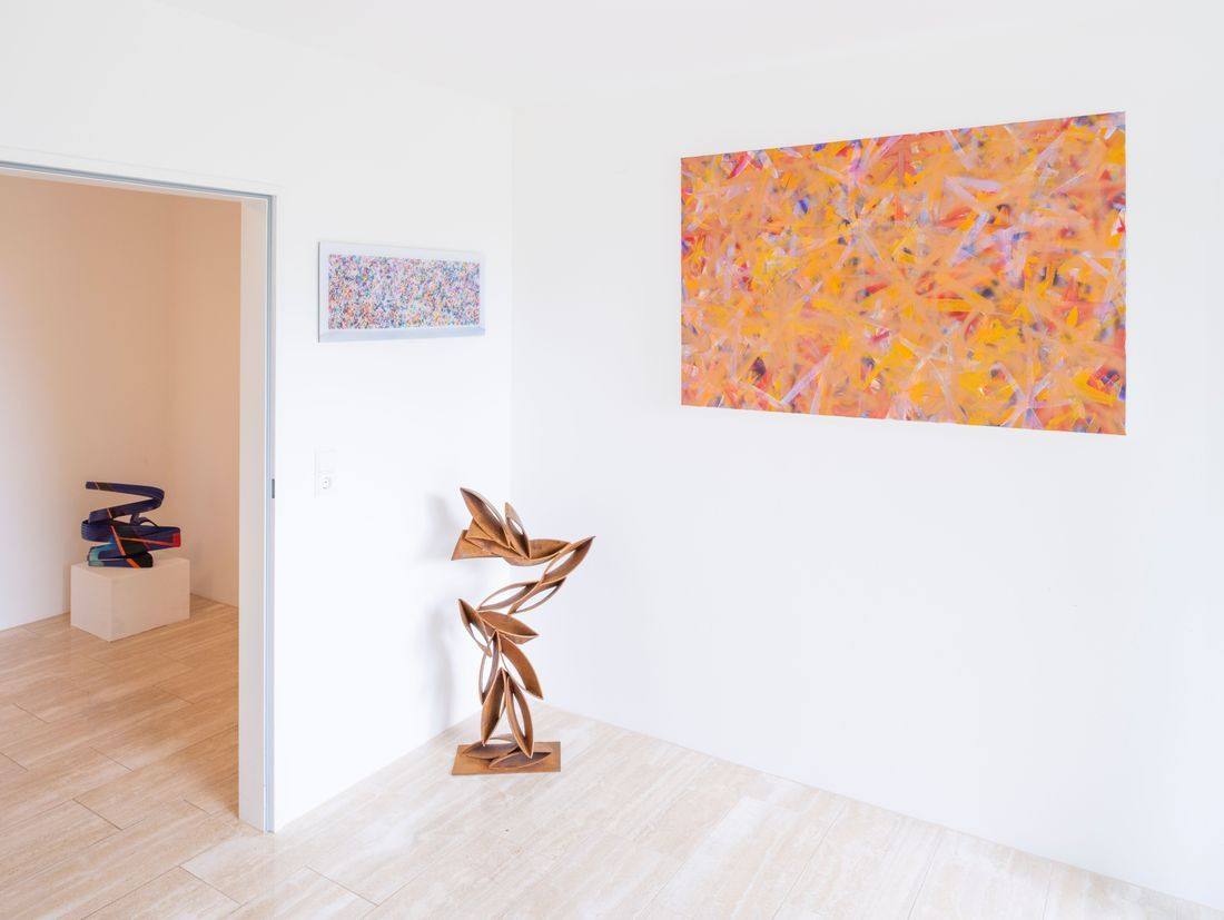 Peter Müller, Connection, 2017 (far left); Bernhard Adams, Traveling 4 D - Spacetime Fabric, 2018 (left); Peter Müller, Windows VIII, 2016 (sculpture in the middle); Bernhard Adams, Deepfield VII (Copperhead), 2018 (painting far right)