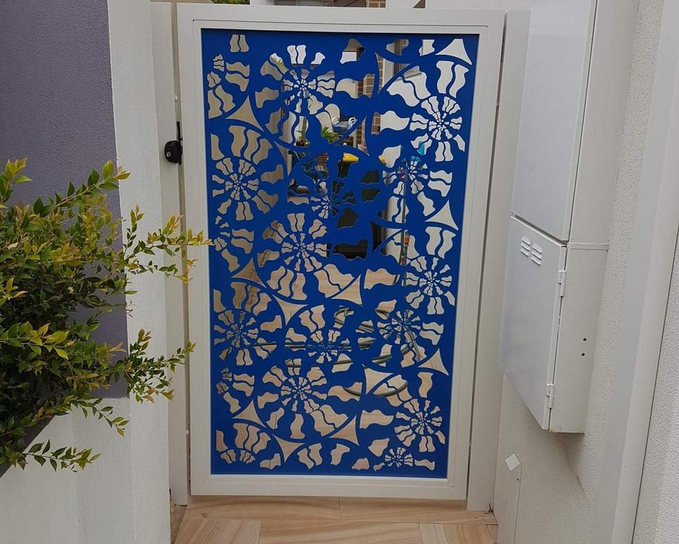 Side Gate - Pattern Blue