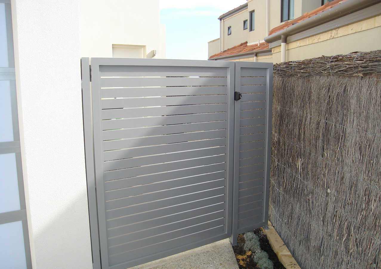 Classic Aluminium - Grey side gate - Closed