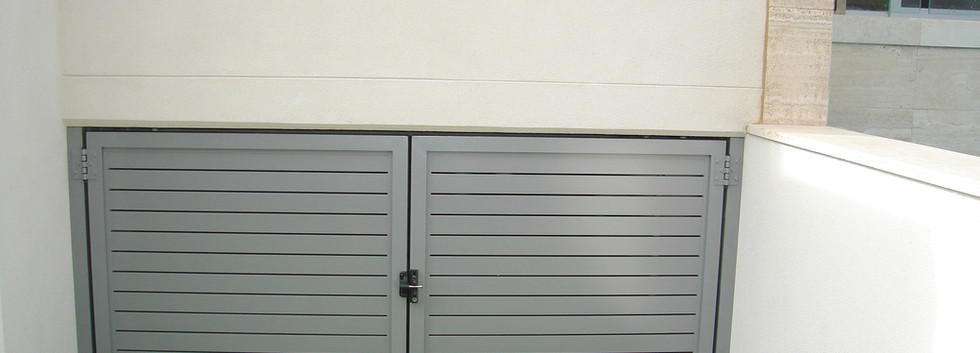 Side Gate - Closed