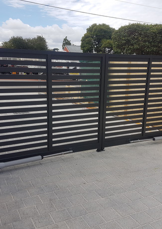 Classic Aluminium - Black Gate
