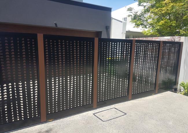 Classic Aluminium - Black and timber