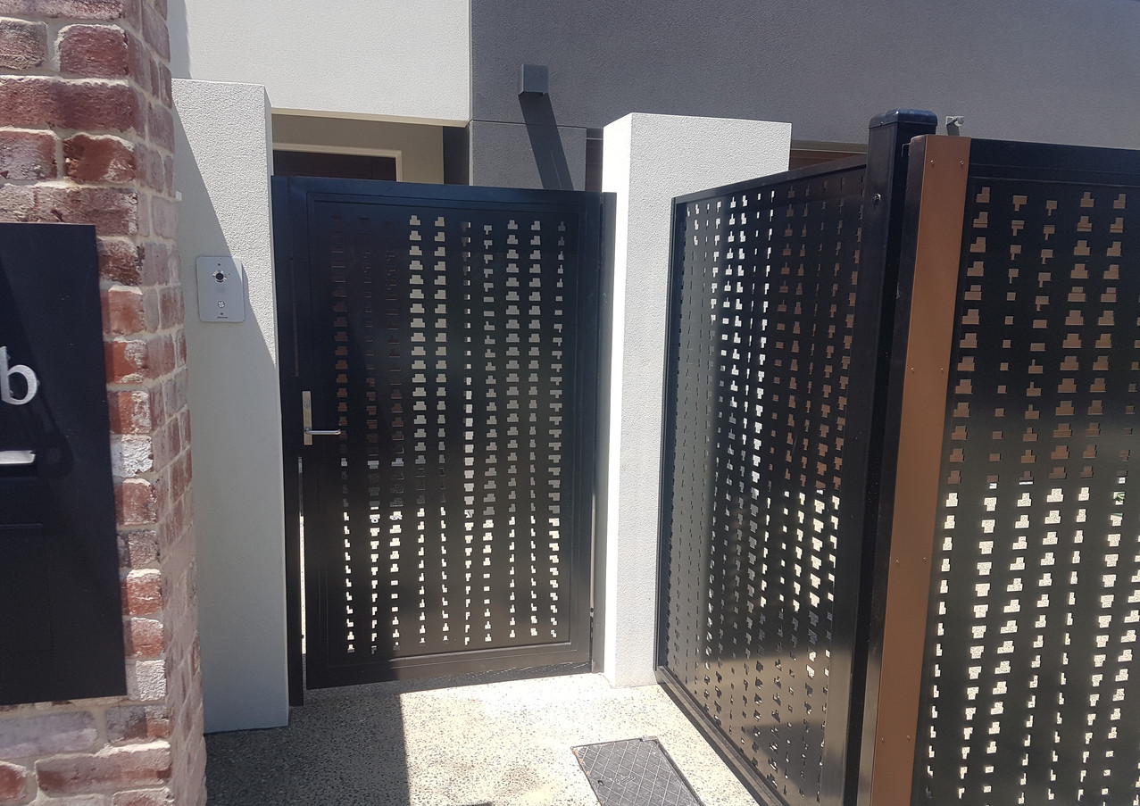 Classic Aluminium - Black and timber side gate