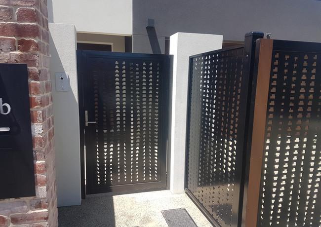 Classic Aluminium - Black and timber side gate