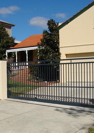 Classic Aluminium - Slide Fence Black