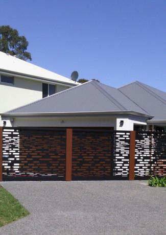 Classic Aluminium - Black Fence