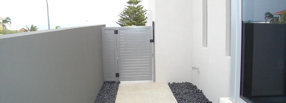 Side Gate - Distance