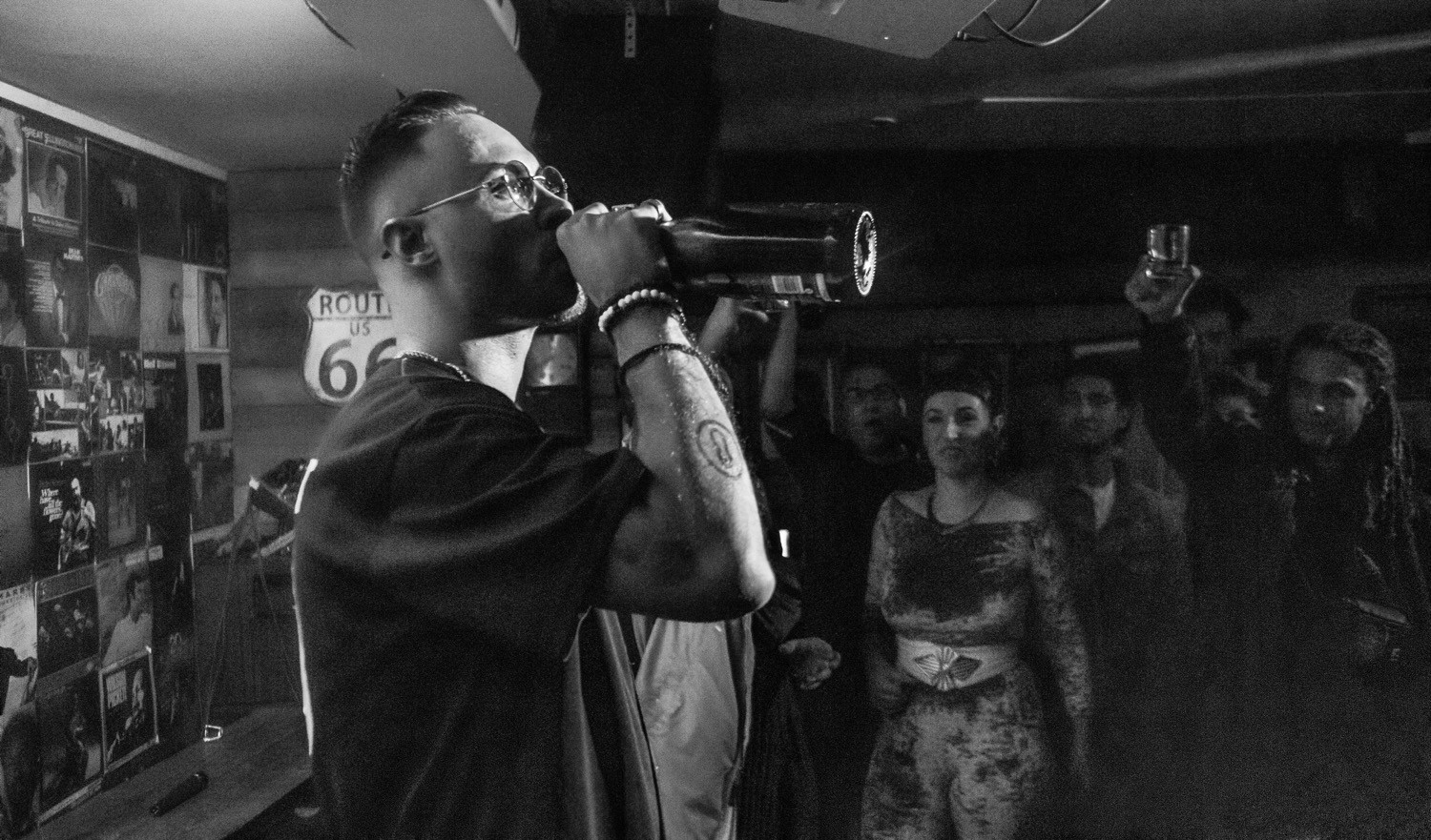 Koncept drinking Champagne in London, UK!