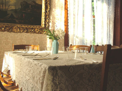 UH-Table-Corner-6-07.jpg