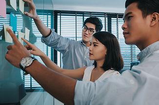 Daya Dimensi Indonesia adalah konsultanleadershipyang membantu organisasi merancang dan menjalankan program strategis sepertiassessment centre, selection, learning,sertapersonal & organisational transformation.