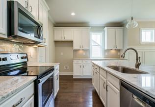 017_ Kitchen.jpg