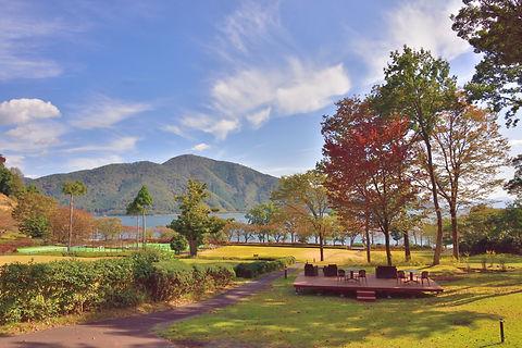 外観(テニスコート&琵琶湖).jpg