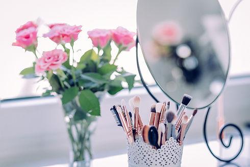 makeup-2589040_1280.jpg