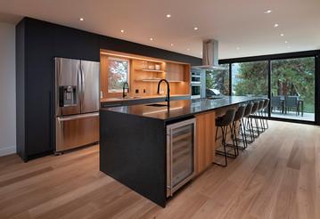 Kitchen towards doors.jpg