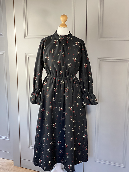 Vintage black floral dress with pie crust collar. UK10/12
