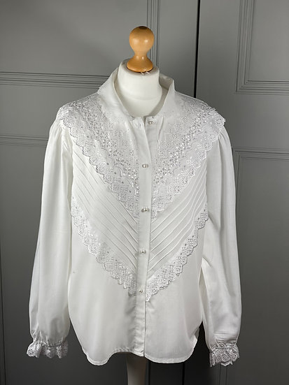 Vintage white cotton border anglaise blouse with pearl buttons UK12-16