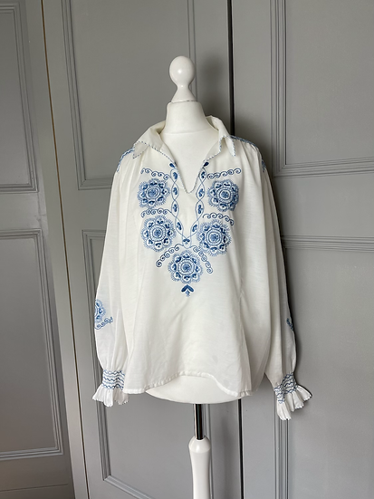 Vintage white top with blue embroidery UK10-12